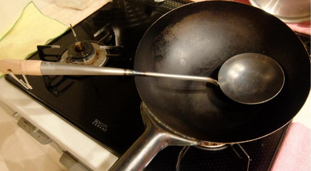 中華お玉と鍋