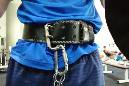 加重懸垂のときのトレーニングベルト