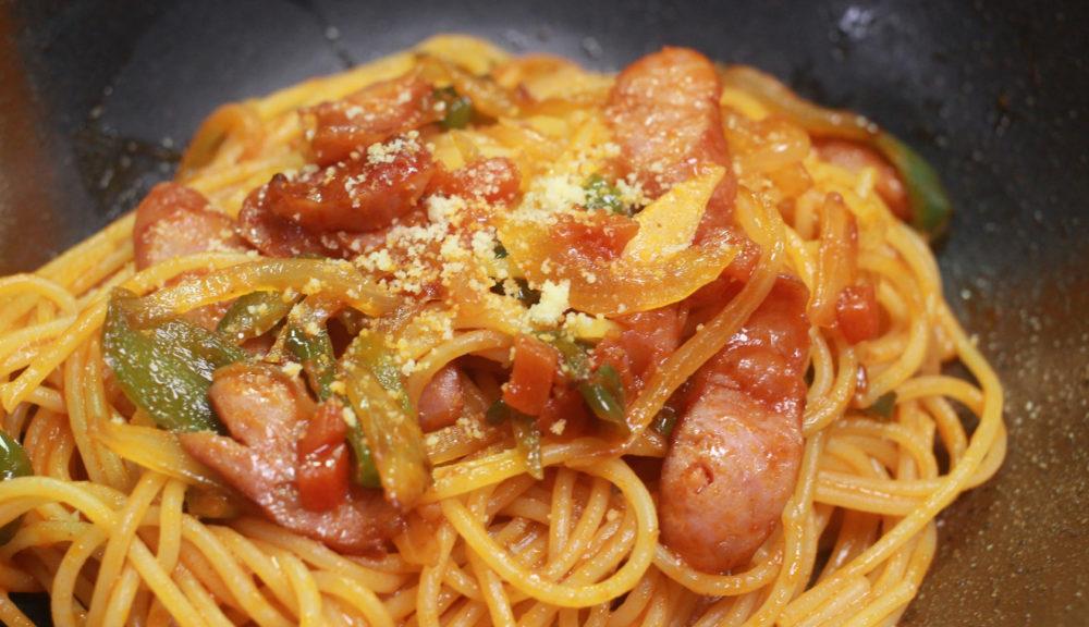 お肉の多いトマトパスタ