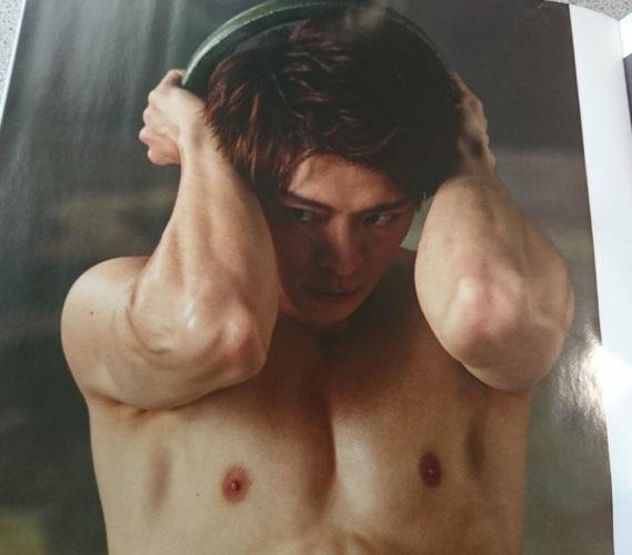 岸優太の筋肉と腹筋